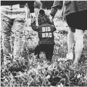 C'est lundi !  On recommence du bon pied avec cette magnifique annonce de grossesse 🤍  . . #heymamagang #vesteenjean #annoncegrossesse #pregnancyannouncement #grossesse2021 #mamande2 #mumof2 #cadeaunaissance #fashionkids #mumlife #viedemaman #mamanblogueuse #enfant #grandfrere #bigbrother #grandesoeur #bigsister