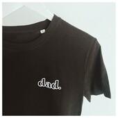 Simple et efficace !  Tee shirt Dad en coton biologique, design en velours sur le ♥️  . . #heymamagang #dadlife #dad #teeshirt #daddy #cadeaupapa #famille #papa #cadeau #futurpapa #boiteapapa #papa2021 #papa2022 #maman2022 #maman #futuremaman