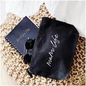Pochette mum life, taille médium en coton biologique à retrouver sur le shop !  Vous pouvez l'assortir au shopping bag pour un joli cadeau utile, je vous ai fait un petit prix doux ☁️ pour le pack des 2 🤍  Elle est super résistante et je trouve la contenance parfaite pour y glisser ce que l'on veut !  . . #pochette #fetedesmeres #cadeaumaman #valisematernite #sacalanger #indispensablemaman #mumstuff #cadeaunaissance